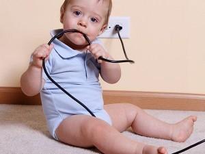 безопасност, бебе, дете, дом, обезопасим дома, родител.бг, roditel.bg, списание родител