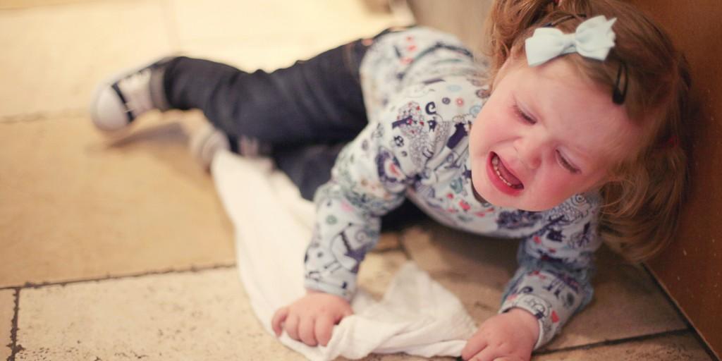 тръшкане, тръшкането, бебешки пубертет, инат, дете, бебе, възпитание, списание родител, родители, roditel.bg