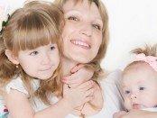 майка две деца