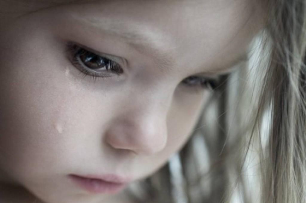 дете тъга сълзи