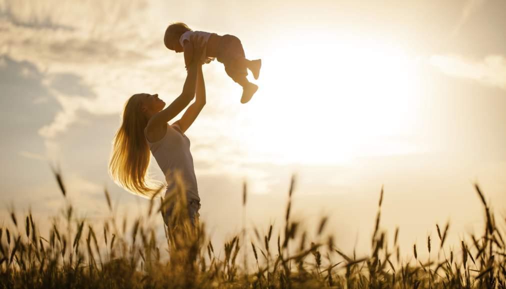 майка дете ангел