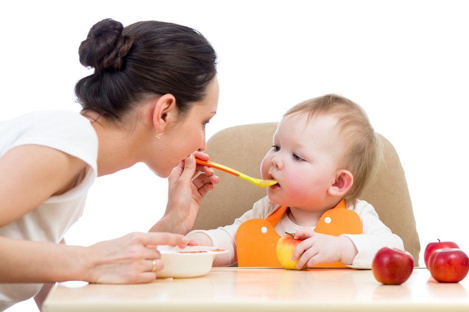 бебе захранване сок