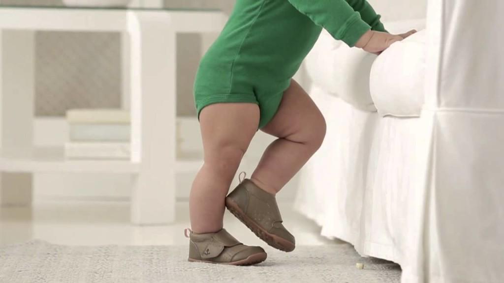 обувки за прохождане бебе