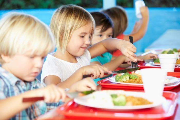 ученици хранене