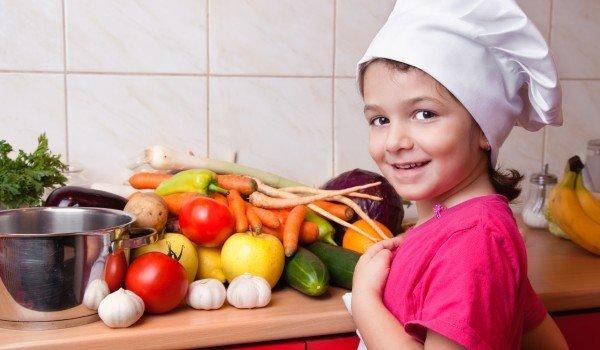 дете готвач салата