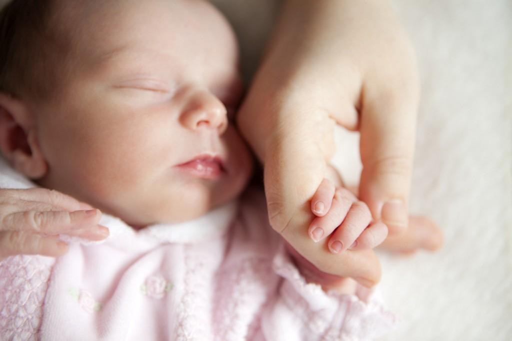 майка новородено