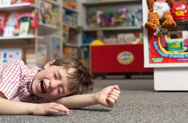 пазаруване дете тръшкане