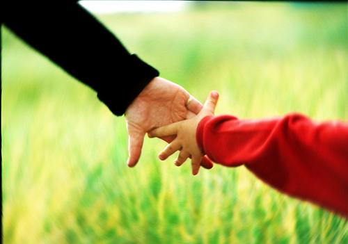 майка син ръце