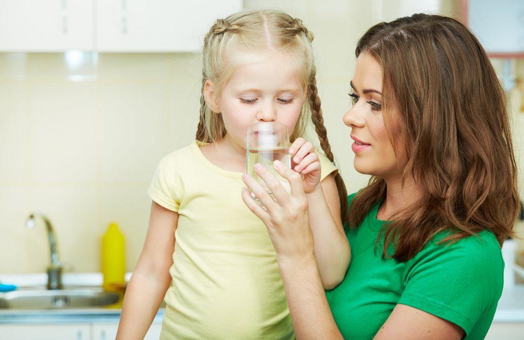 дете нужда от вода колко да пие