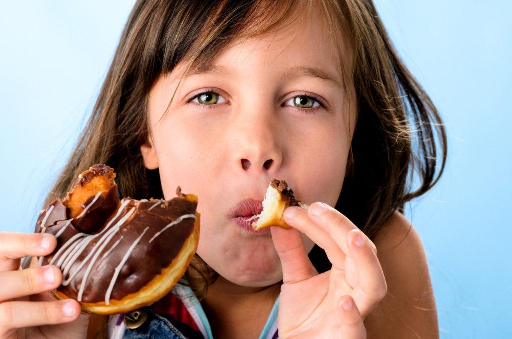 дете сладки храни