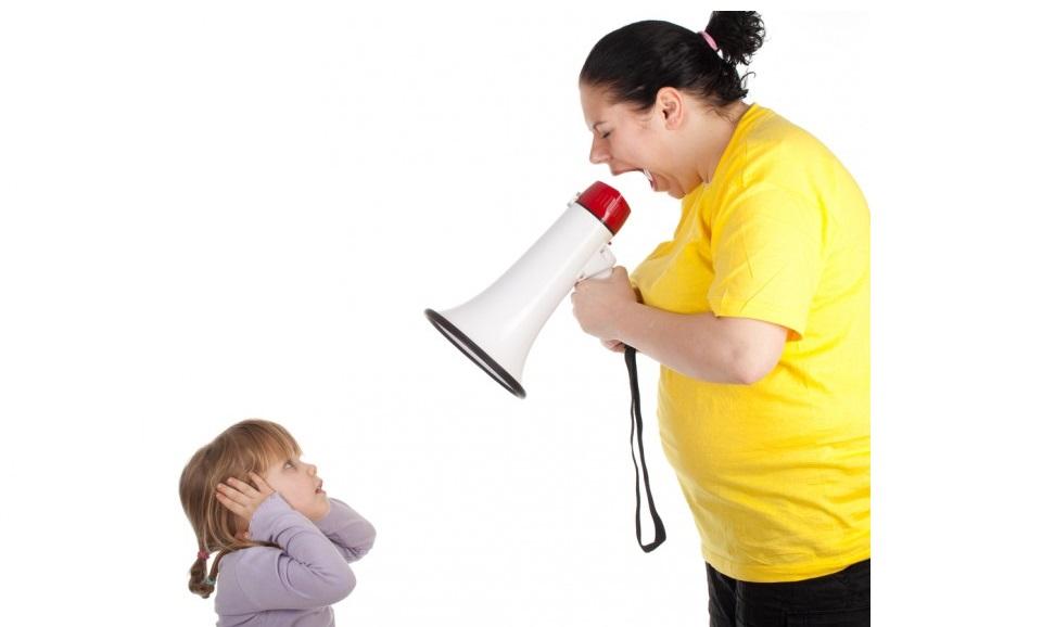 дете майка крясъци възпитание