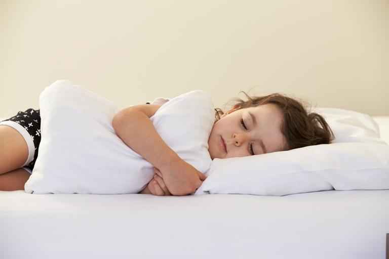 дете възглавница сън