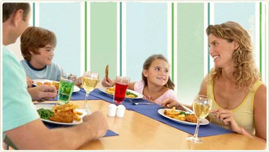 обноски хранене на масата деца