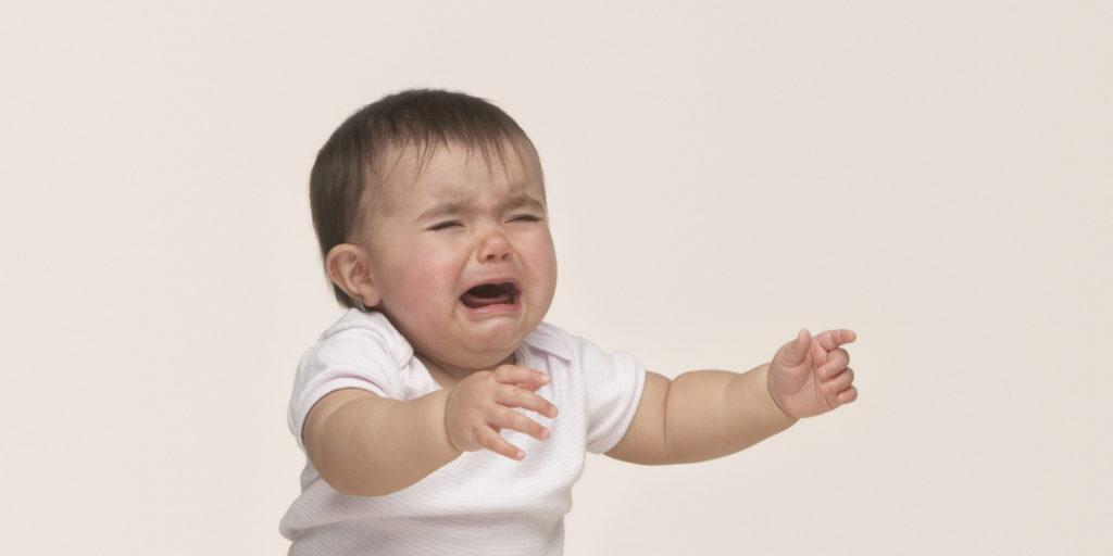 защо плаче бебето