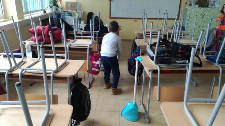119 ученици чистят класните стаи като в Япония