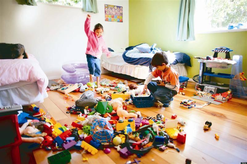 разхвърляна къща дом деца