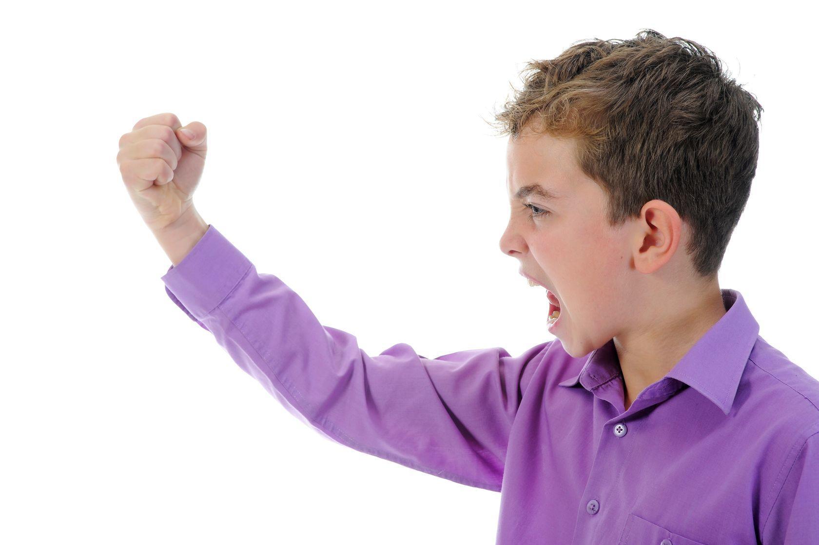 агресивно гневно дете