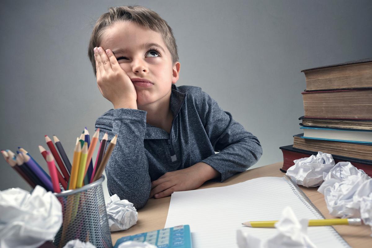 дете писане домашни училище учене