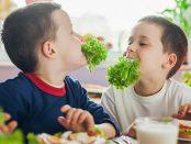 зеленолистни зеленчуци салата полза деца хранене