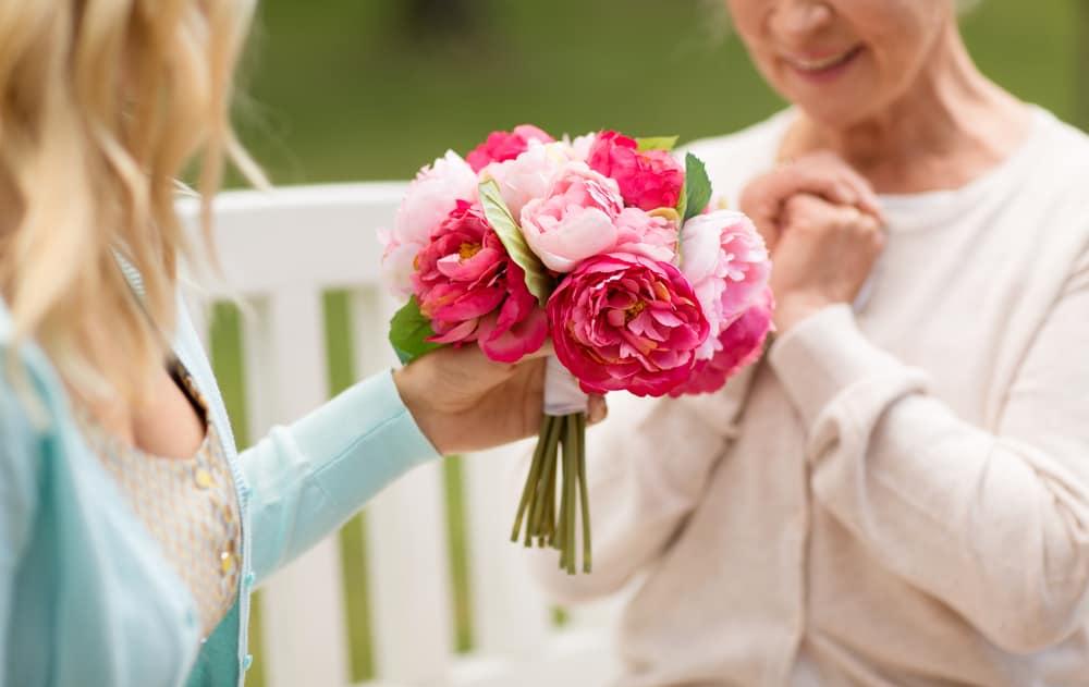 майка рожден ден цветя